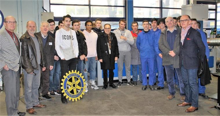 Rotary 02.2rotary19 Remise d'un chèque de 520€ pour financer voyage BAC PRO chaudronnerie Joliot Curie-1