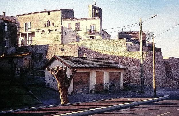 LOIV1998 Le lavoir de BLV avec son accacia_resultat